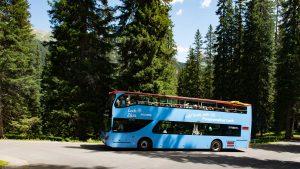 Die Anreise zu den Hütten der Lechquellenrunde ist auch mit öffentlichen Verkehrsmittel gut machbar - wie hier mit dem Ortsbus Lech Panorama